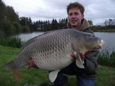 Ultimatelake vissen op grote karper in Frankijk excluisef te boeken via www.fransekarpers.nl